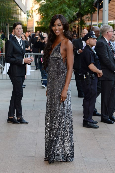 Naomi Campbell looks amazing in this silvery flowy gown!